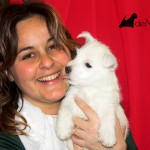 Alegría De Mi Casa Demerino, cachorra de westie posando con su criadora